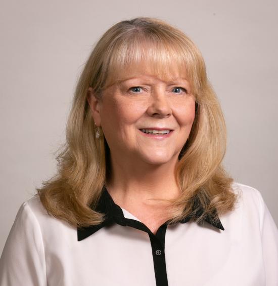 苏珊·帕迪拉 |首席牙科助理EFC