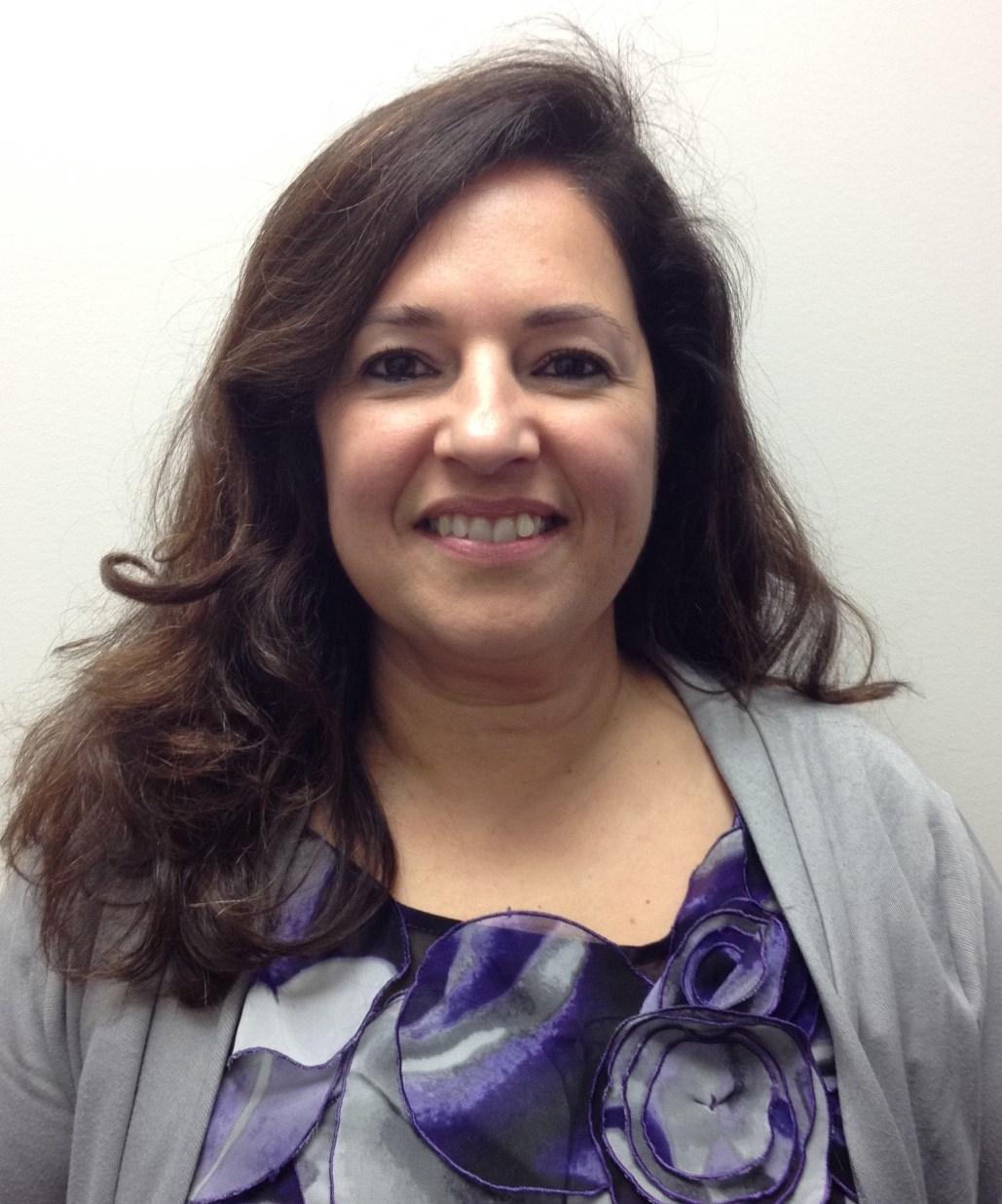 丽迪雅Madruga, LCSW |行为健康治疗师/ Terapeuta双语(西班牙语)